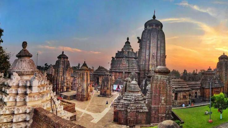 Lingaraja Temple: Lord Vishnu resides in the heart of Shiva in this temple.