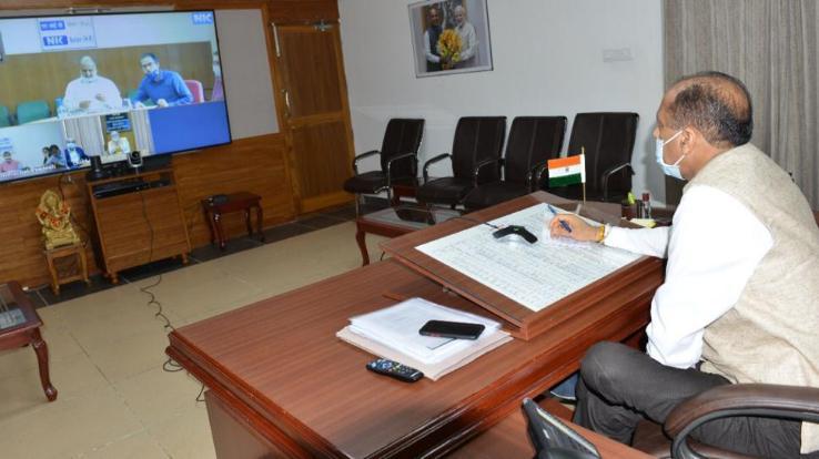 मुख्यमंत्री ने सोलन और सिरमौर के उपायुक्तों से वीडियो-काॅन्फ्रेंसिंग से की चर्चा