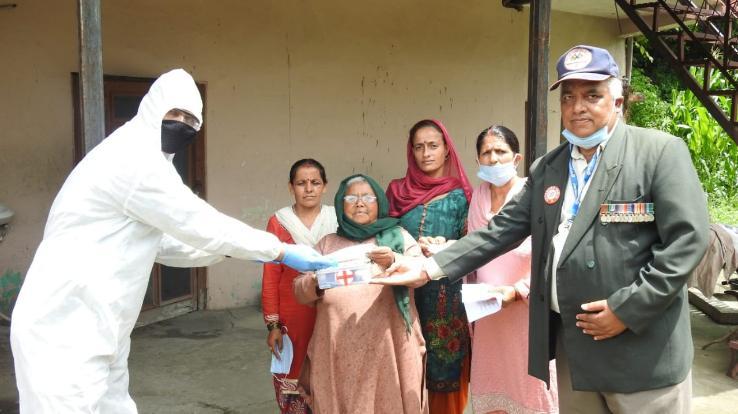 वेटेरन इंडिया जिला शिमला ने बांटी आवश्यक दवाइयां और मास्क