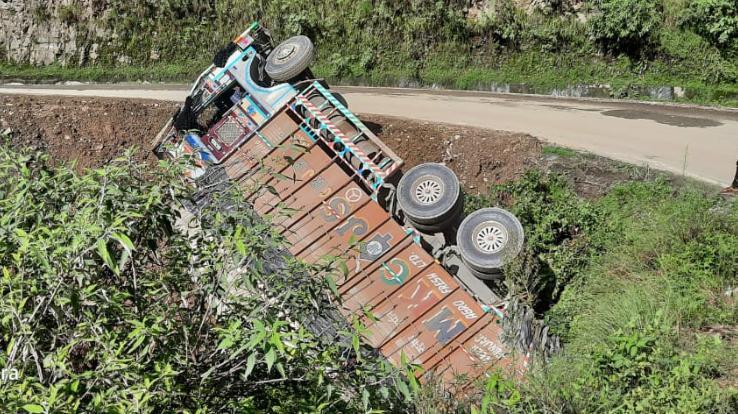truck-rollover-over-shoghi-mheli-bypass-road