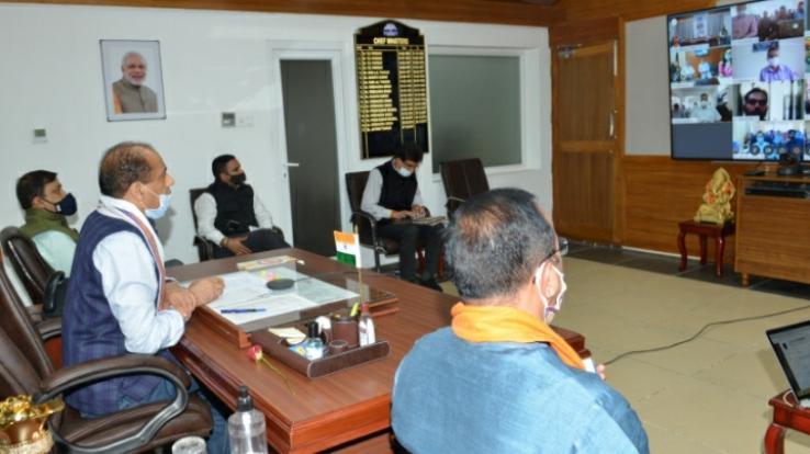 मुख्यमंत्री ने कांगड़ा संसदीय क्षेत्र के विभिन्न योजनाओं के लाभार्थियों से की बातचीत