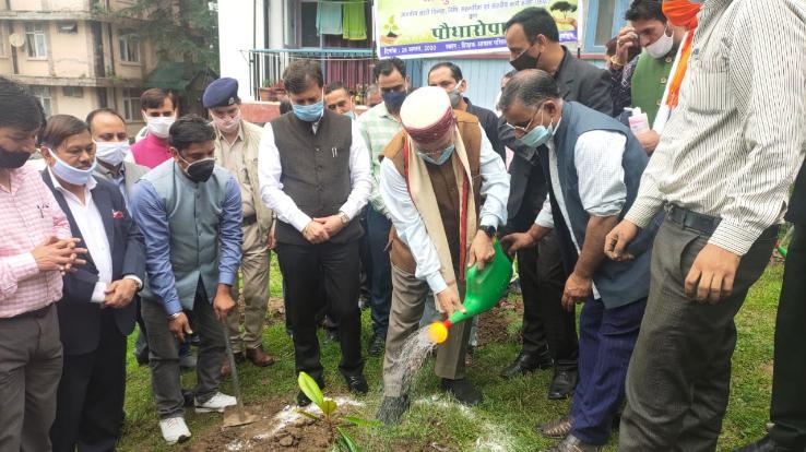 विश्वविद्यालय प्रशासन ने अपने स्थापना दिवस पर 400 से ज्यादा पौधरोपण किये