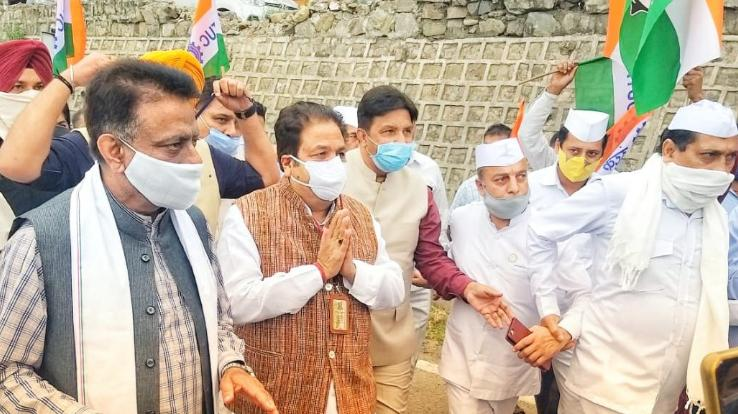 Congress-state-in-charge-Rajiv-Shukla-warm-welcome-in-Solan