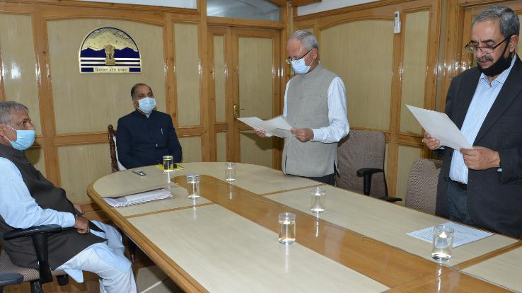Devendra-Kumar-Sharma-sworn-in-as-Chairman-of-HP-Electricity-Regulatory-Commission