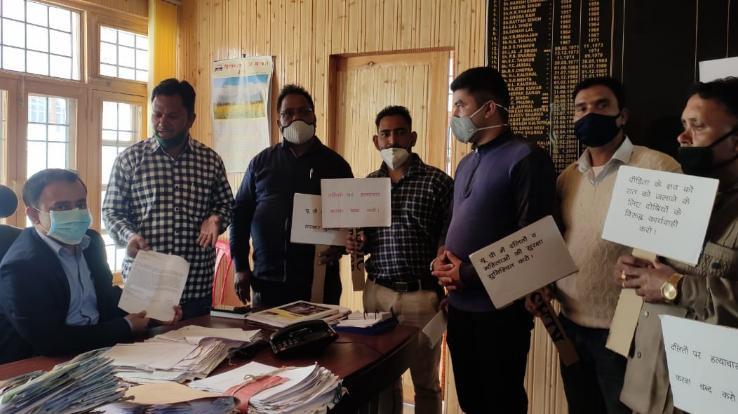 Social-organizations-protest-against-Hathras-rape-case-in-Rohru