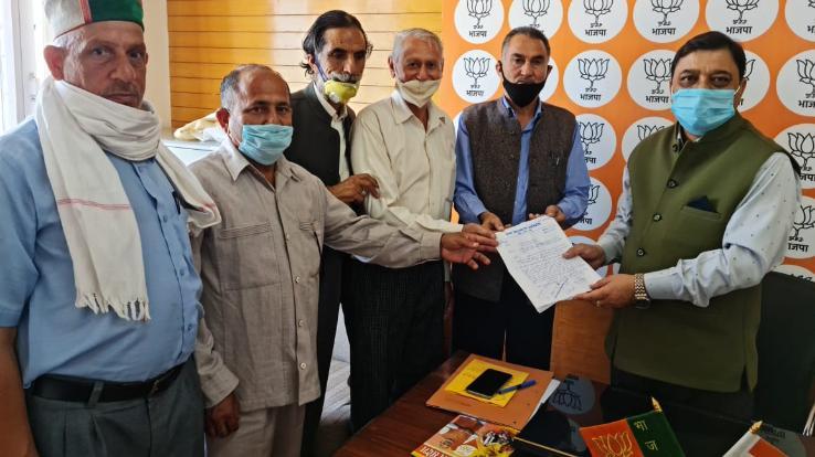 सुरेश कश्यप को करवाया क्षेत्र की समस्याओं से अवगत