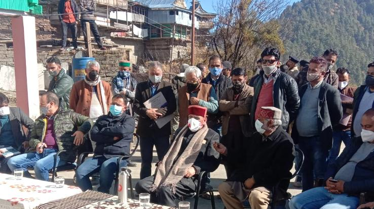 MLA-Narendra-Baragata-met-the-family-of-fire-victims