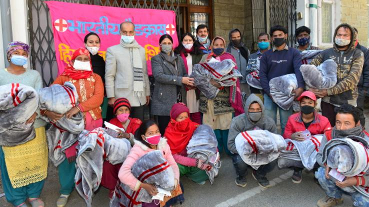 dr-sadhana-distributed-blankets-to-labourers