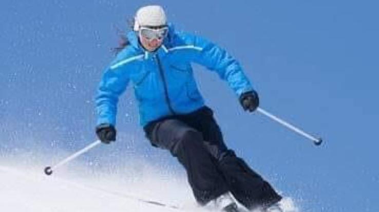 स्कीइंग एंड स्नो बोर्ड नैशनल चैम्पियनशिप के लिए गुलमर्ग रवाना हुई हिमाचल की टीम