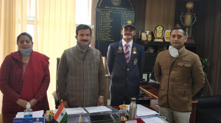 26 जनवरी गणतंत्र दिवस परेड से लौटने के बाद रक्षित भडवाल ने महाविद्यालय प्राचार्य से की  मुलाकात