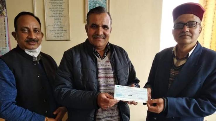 Prof. Rangra presented one lakh one rupees surrender fund