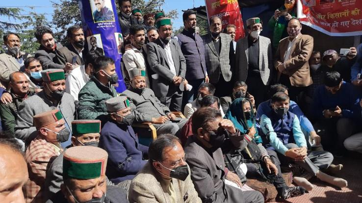 Former Chief Minister Virbhadra Singh sitting on silence outside the House
