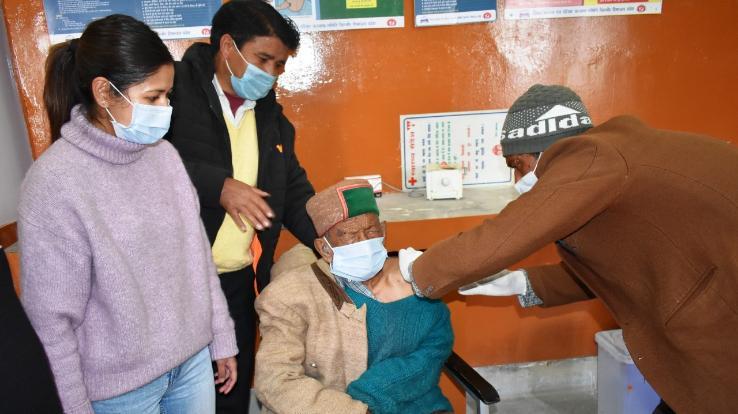 First voter Shyam Saran Negi gets Corona vaccine