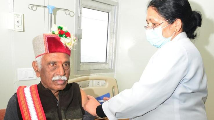 Shimla: Governor takes first dose of Corona vaccine