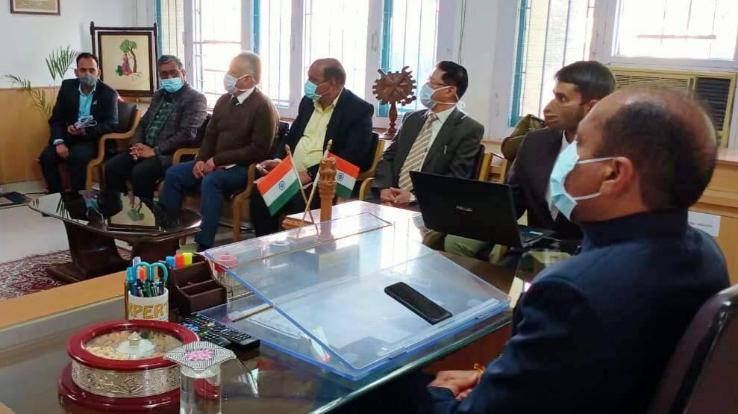 Chief Minister Jairam Thakur reviews the status of covid-19 in Mandi district