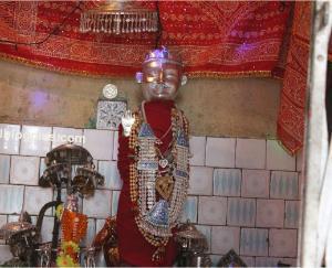 इस मंदिर में कर्ण की चिता से प्रकट हुए नाग देवता