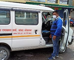 जोगिन्दर नगर में संक्रमित लोगों को लाने व ले जाने के लिए अब एंबुलेंस सुविधा उपलब्ध