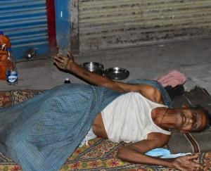 kanpur elderly person thrown on road