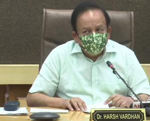 केंद्रीय स्वास्थ्य मंत्री डॉ हर्षवर्धन ने राज्यों में टीके की कमी के सवाल उठाने पर जताई नाराजगी