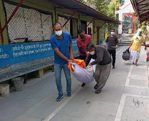 जोगिंदर नगर :इंसानियत फिर हुई शर्मसार, वृद्ध महिला को कंधा देने नही आया कोई आगे