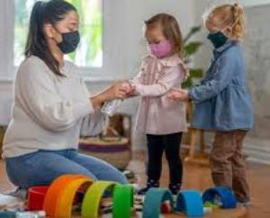 कोविड-19 संक्रमित अभिभावकों के बच्चों की देखभाल का उचित प्रबन्ध