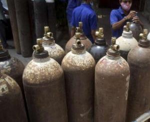 जिला प्रशासन को माईक्रोटेक फाउंडेशन द्वारा 25 ऑक्सीजन कन्सट्रेटर भेंट