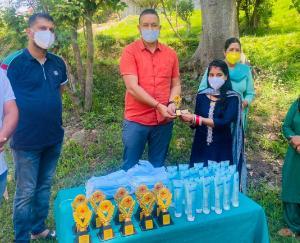 हिमाचल प्रदेश युवा कांग्रेस के कार्यकारी अध्यक्ष यदोपती ठाकुर ने सरकाघाट क्षेत्र में आशा वर्करों को किया सम्मानित