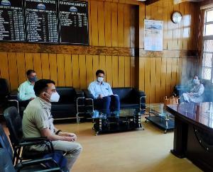 कण्डाघाट में कोविड-19 की समीक्षा के लिए बैठक आयोजित
