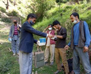 Mandi: People distributed masked in Gram Panchayat Varyogi