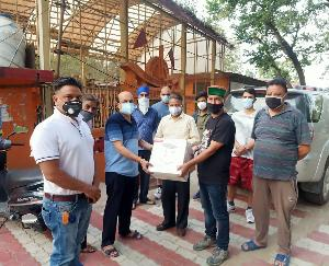 कांग्रेस प्रदेश महासचिव विनोद सुलतानपुरी ने बांटे ऑक्सीजन कंसनट्रेटर