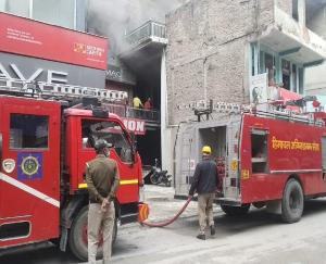 Fire in three-storey building in Kullu, loss of about one lakh