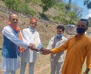 विश्व हिंदू परिषद के कार्यकर्ताओं ने दाड़ला के कई स्थानों में किया सेनेटाइज़