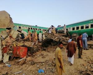 पाकिस्तान :सिंध में दो ट्रेनों की टक्कर में 30 की मौत, 50 से ज्यादा जख्मी