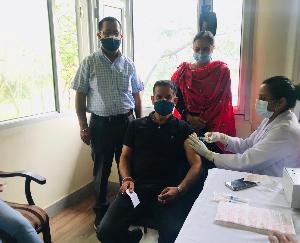 नौणी विवि में 220 लोगों का टीकाकरण