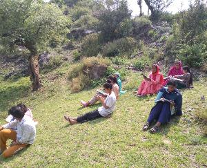 hildren deprived of education due to lack of internet service in Gram Panchayat Saryanj
