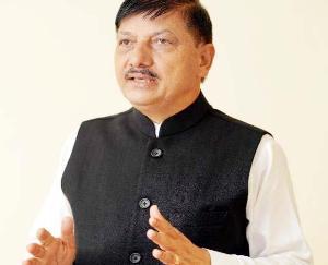 सुजानपुर: राजेंद्र राणा ने डोडरू में दिया आक्सीजन कंसन्ट्रेटर