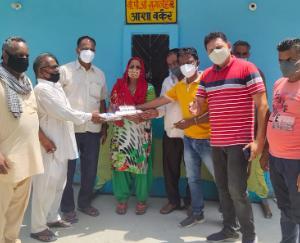 Team of social worker Manish Sharda distributed corona kit in 10 panchayats
