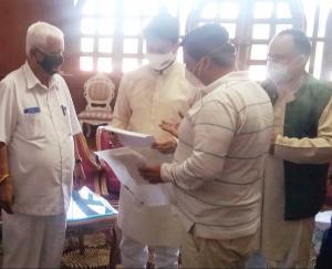 कुनिहार : भारतीय राज्य पेंशनर्ज महासंघ प्रतिनिधि मंडल ने अनुराग ठाकुर से की भेंट