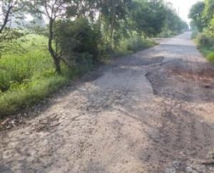 कुनिहार : सम्पर्क सड़क की खस्ता हालत से ग्रामीण परेशान