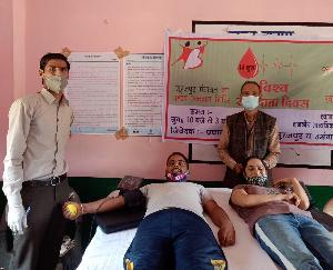 दाड़लाघाट : विश्व रक्तदाता दिवस के मौके पर बलजीत कौर ने रक्त दान कर किया रक्तदान शिविर का उद्घाटन