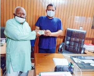 Arki: Retired Beldar Dinesh Chand from Public Works Department came forward to donate to Kovid Fund