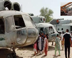 तीन हेलिकॉप्टर लेकर शहर में पहुंचा कबाड़ी, हैरान रह गए लोग