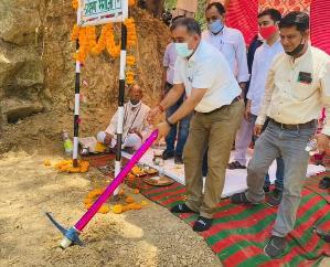 हमीरपुर - धनोआ गाँव के लिये 87 लाख की लागत से निर्मित होने वाले सड़क मार्ग का हुआ भूमिपूजन