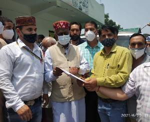 जोगिंदर नगर :भारतीय जीवन बीमा निगम अभिकर्ता संगठन हि.प्र. ने मांगा कांग्रेस से राकेश चौहान के लिए लोकसभा उपचुनावों का टिकट