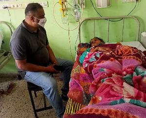 जसवां-परागपुर : संजय पराशर ने पेड़ से गिरी महिला के उपचार के लिए उपलब्ध करवाई आर्थिक सहायता
