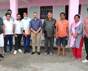 सरकाघाट :किशोर राणा ने बेटी की शादी को सहायता राशि तथा युथ क्लब चौक को 20 कुर्सीयां की प्रदान