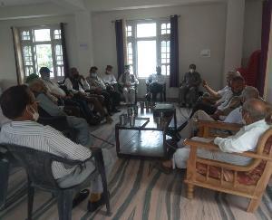 पैंशनरज वैलफेयर एसोसिएशन करसोग ईकाई द्वारा किया गया वैठक का आयोजन