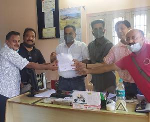 पालमपुर :पत्रकारों की सरकारी मान्यता को खत्म करने की सरकार की तैयारी के विरोध में मुख्यमंत्री को सौंपा ज्ञापन