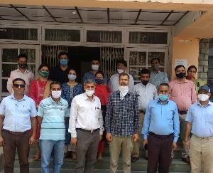 जोगिंदर नगर : जलशक्ति मंत्री के बयान के विरोध में  कॉलेज के प्राध्यापकों ने काले बिल्ले लगाकर किया विरोध प्रदर्शन