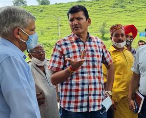 जोगिन्दर नगर के विधायक प्रकाश राणा ने किया चलाहरग पंचायत का दौरा, सुनी जन समस्याएं